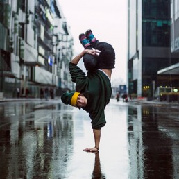 breakdancer handstand in street