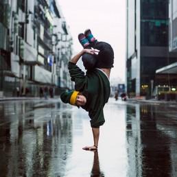 breakdancer handstand in street